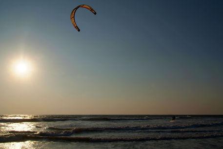 Kitesurfing-at-sunset-mandrem-07