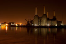Battersea Power Station Night by deanmessengerphotography