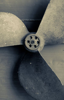 Propeller of a ship von Lars Hallstrom