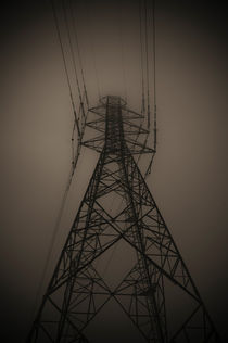 Power Pylon in fog von Lars Hallstrom