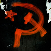 Hammer and Sickle, sprayed on wall by Lars Hallstrom