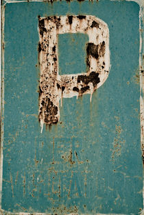 Rusty parking sign, Italy by Lars Hallstrom