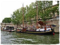 Schiffe am Ufer der Seine von Yvonne Reuter