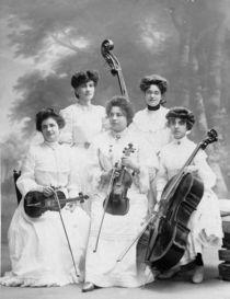 Damen-mit-instrumenten-bearbeitet-1