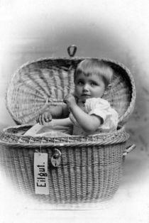 Kind im Korb - es eilt! Aufnahme um 1900 von Tibor Hegewisch
