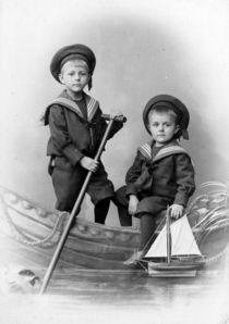 Kinder-im-boot-bearbeitet-2-hochkant
