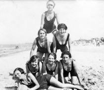 Strandpyramide - um 1920 von Tibor Hegewisch