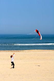 spielend am Strand by © Ivonne Wentzler