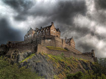 Rain Clouds Over Edinburgh Castle von Amanda Finan