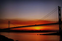 Sunset Over The Forth Road Bridge, Scotland. von Amanda Finan