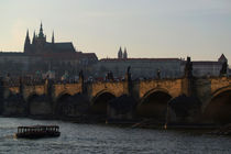 Across the Vltava River to Prague Castle von serenityphotography