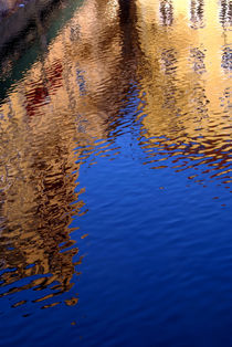 Reflections-of-buildings-beside-the-vltava-river-prague-02