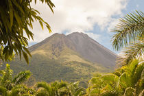 volcan Arenal Costa Rica by Craig Lapsley