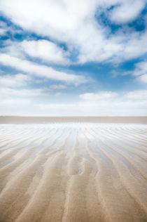 symmetry in the sand by Katarzyna Körner