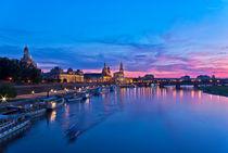 Dresden bei Sonnenuntergang und Blauer Stunde von ullrichg