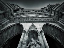 Church-facade-in-orleans