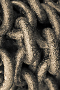 Iron chain by Lars Hallstrom