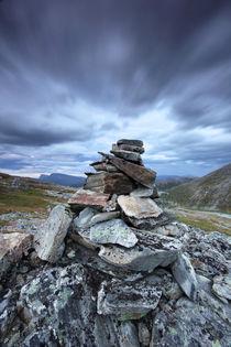 Norway - rock pillar and moving clouds von Horia Bogdan