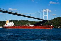 Petrol Tanker in Istanbul von Engin Sezer