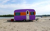 Retro Beach Caravan von Kelsey Horne