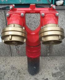 Doppelter Löschwasseranschluß am U-Bahn-Lift (Hydrant) von techdog