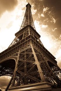 Vintage picture of the eiffel tower - paris - france von chrisroll