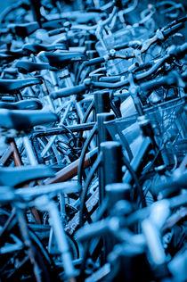 Blue bikes von Lars Hallstrom