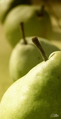 green pear by Szantai Istvan