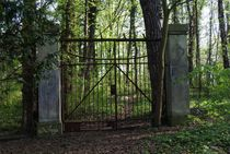 Gate to nowhere von pebblejarimages