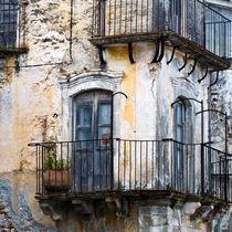 SIZILIANISCHE FASSADE mit Balkons - Forza d' Agro von captainsilva