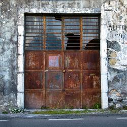 Fassade-metalltuer-taormina-sizilien
