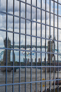 Tower Bridge reflection von David Pyatt
