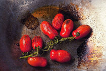 Tomatoes in a pan von Marco Paone