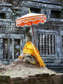 geschmückter Buddha in Vat Phou, Laos by pictaria