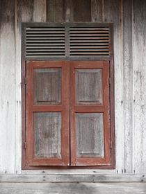 Fensterladen aus Holz by pictaria
