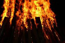 Feuer, Flammen, Scheiterhaufen by pictaria