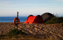 Camping on the Beach von Louise Heusinkveld