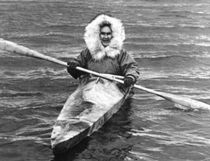 Vintage USA Alaska eskimo and his kayak 1970s von blackwhitephotos