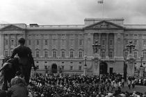 BW UK England London Old Guard Buckingham Palace 1970s von blackwhitephotos