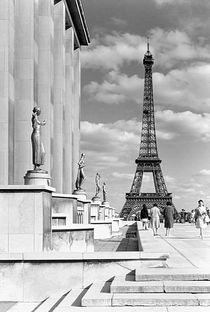 BW France Paris Eiffel tour Chaillot palace 1970s von blackwhitephotos