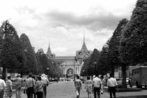 BW Thailand Bangkok Tourists royal palace entrance 1970s