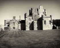 Castle Mey by Roger Wedegis