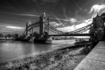 Tower Bridge in Mono von Rob Hawkins