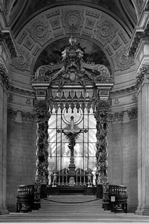 BW France Paris royal chapel altar St James Palace 1970s von blackwhitephotos