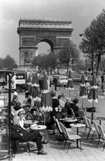 BW France Paris Triumphal arch 1970s von blackwhitephotos