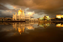 Royal mosque in Brunei by dreamtours