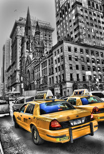 Yellow Cabs Outside Tiffanys von Simon Gladwin