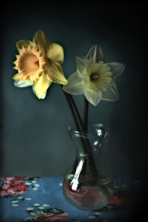 Daffodils and Vase von Simon Gladwin