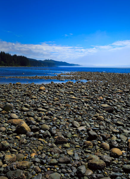 Pebble-beach-at-low-tide