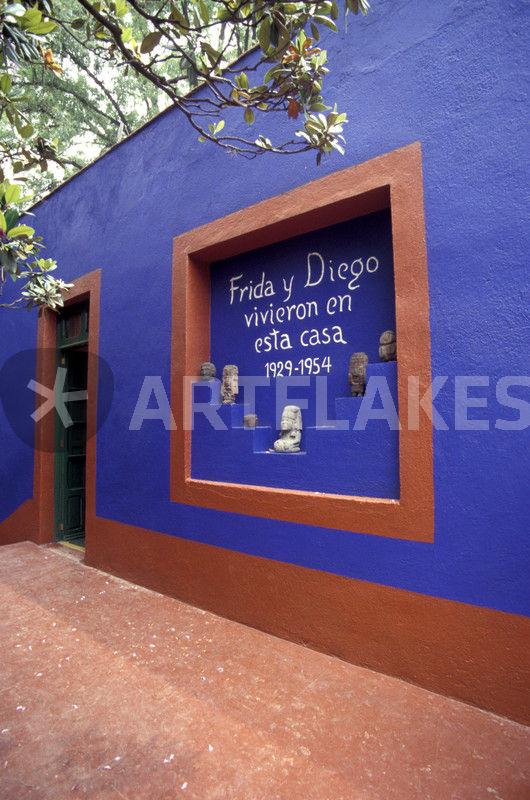 frida kahlo museum mexico city fotografie als poster und kunstdruck von john mitchell. Black Bedroom Furniture Sets. Home Design Ideas